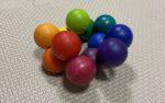 【生後5か月〜1歳】木の玉が輪になったキレイな色のクーゲルンで遊ぼう!