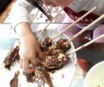 【2歳~3歳】ぐちゃぐちゃだけど一生懸命に作る子どもの手作りスイーツ♪お祭り気分も味わえる☆簡単チョコバナナでテンションアップ☆